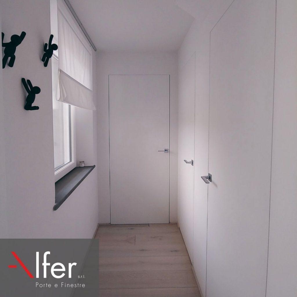 Dettaglio-porte-rasomuro-linvisibile-per-una-casa-minimale