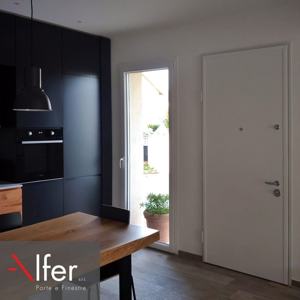 Porta-blindata-e-serramenti-per-una-casa-minimale-castelfiorentino-alfer